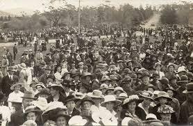 suffragette-mob