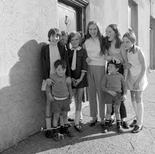 sean ocasey children outside his old hom