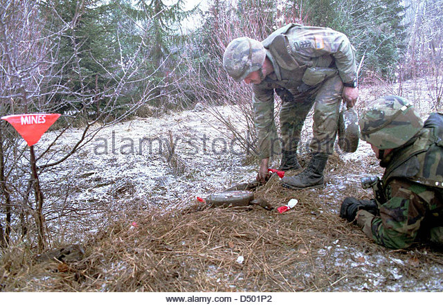tuzla-bosnia-12-january-1996-united-states-army-demolition-experts-d501p2