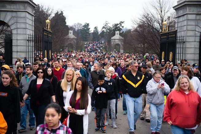 Wreaths across America--crowds