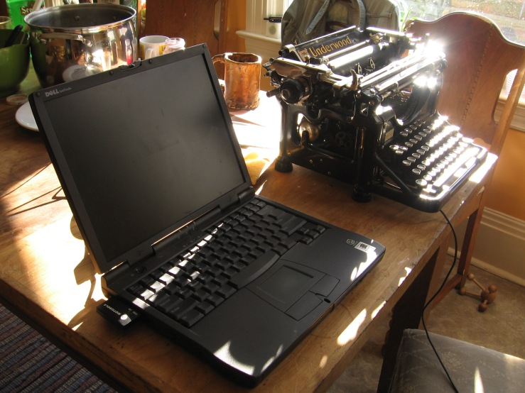 A_laptop_and_a_typewriter