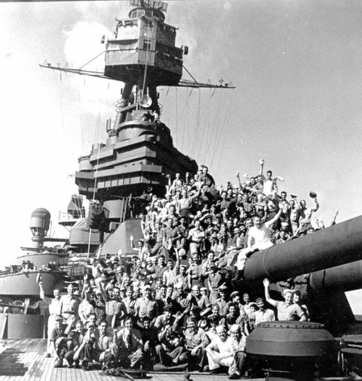 Overjoyed troops returning home on the USS Texas